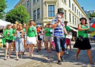 BarneStreet innledes med parade! (foto: Birgit Fostervold)