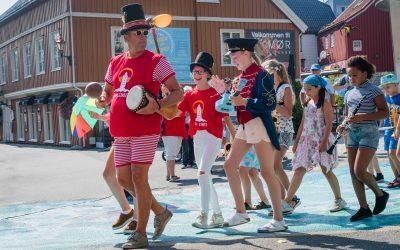 Barnestreet med aktiviteter og musikk for alle i alle aldre – Bare Barn Band!