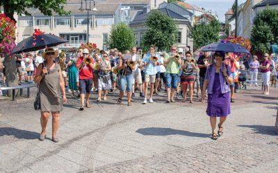 Musikk, mennesker, magi i Arendals gater på Canal Streets siste dag