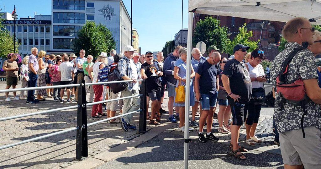 Kø foran konsert med Simen Lyngroth (foto: Hanne Juul)